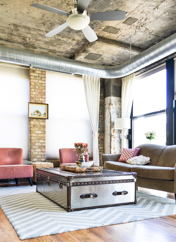 Industrial concrete ceilings & exposed ducts in loft living room