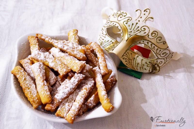 Chiacchiere di Carnevale: la ricetta napoletana (+ l'origine del nome)