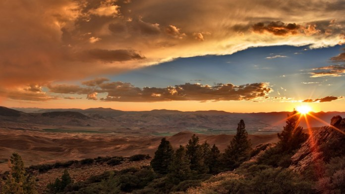 Idaho, central, sunsset over the Lost River Mountains