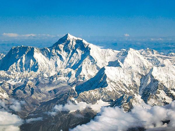 08042016081331everest-climbing-1000x0