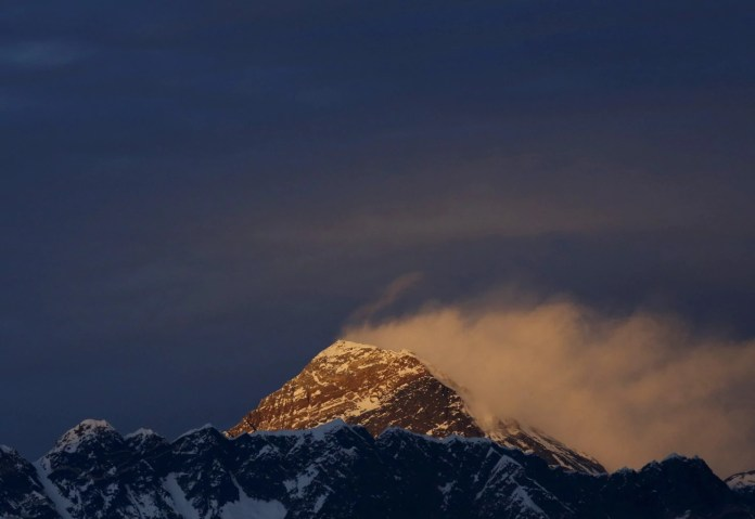 2017-09-22T095252Z_1404222413_RC15FAB10C00_RTRMADP_3_NEPAL-EVEREST-HEIGHT