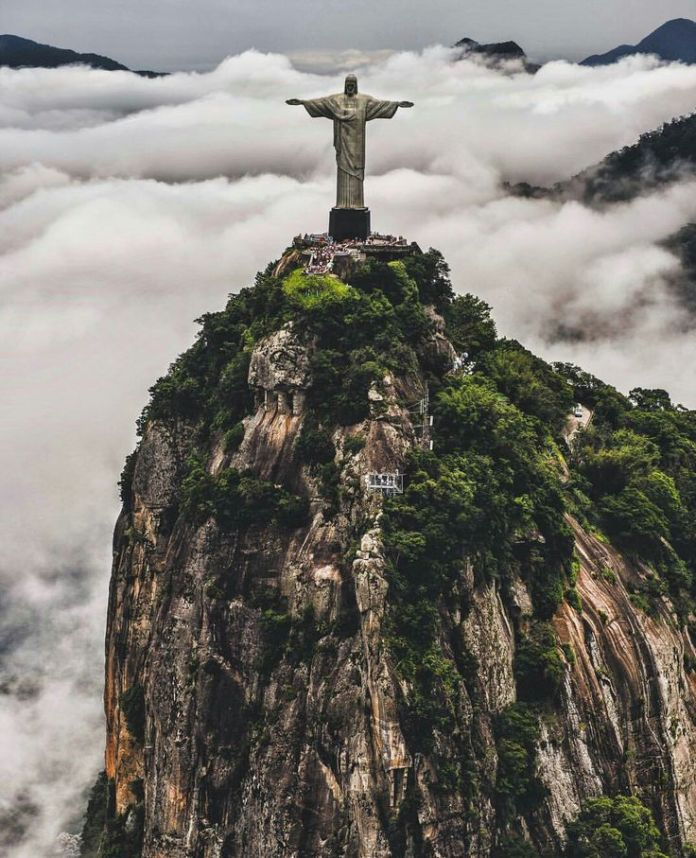 70e64707178f4249f511f53db70dcb4b--christ-the-redeemer-jesus-christ