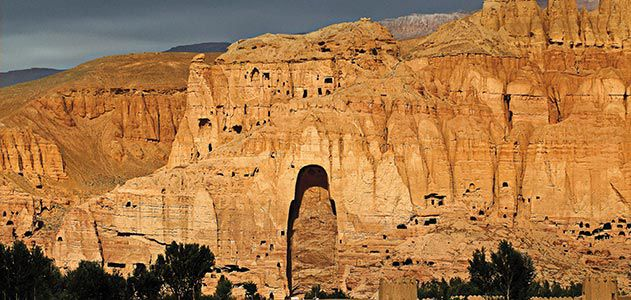 Bamiyan-cliff-face-cavity-Buddha-631