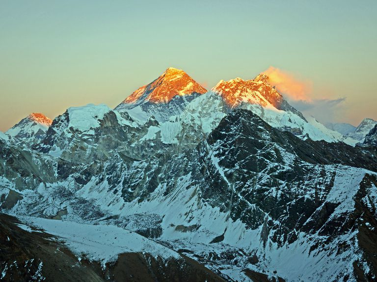 Everest_Lhotse_WhitworthImages_GettyImages2-56b529af5f9b5829f82d25c8