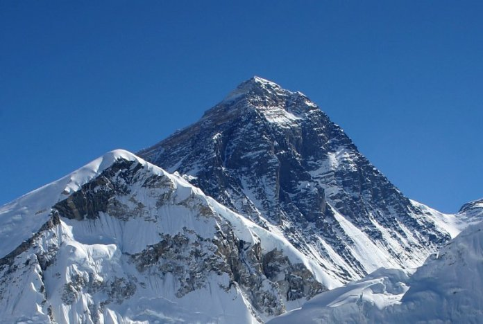 Everest_kalapatthar_crop