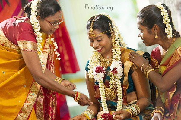 indian-hindu-wedding-malaysia-bride-smiling
