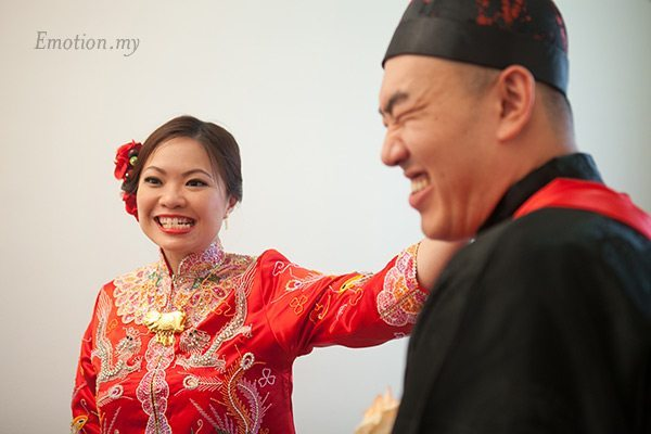 malaysia-traditional-chinese-wedding-zhip-san-leong-pull-ears