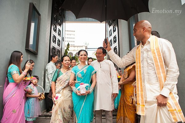 hindu-wedding-bride-arrival-michelle-iking