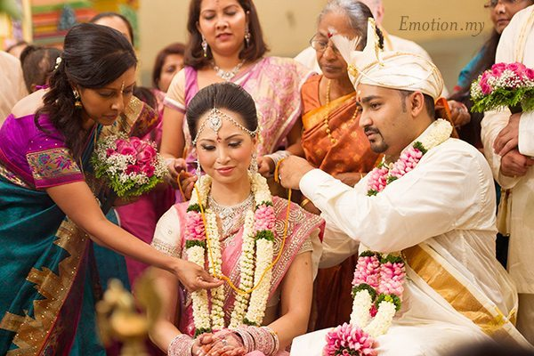 hindu-wedding-ceremony-thali-michelle-iking-kishore
