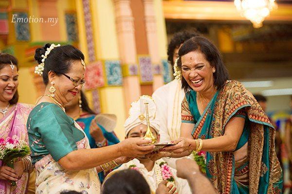 hindu-wedding-michelle-iking-mothers