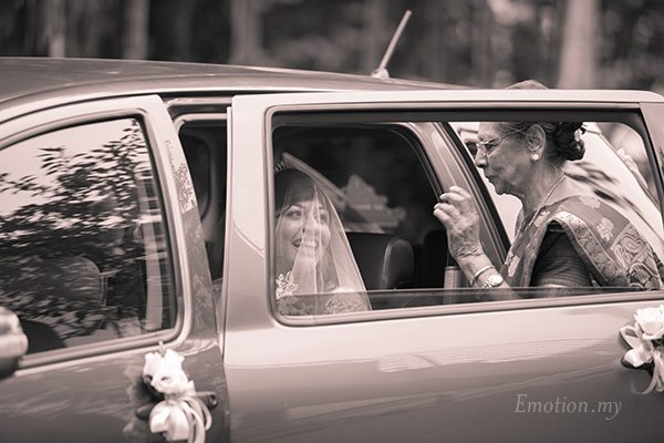 bride-arriving-church-wedding-malaysia