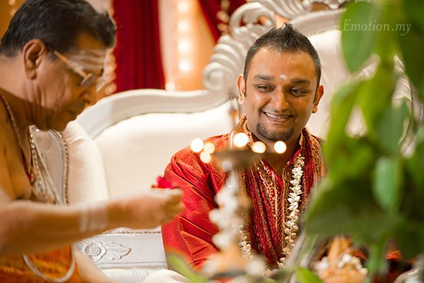 hindu-telugu-wedding-groom-priest