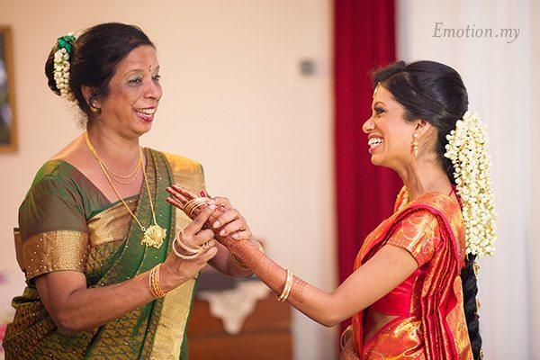 hindu-wedding-ceremony-bangles-kuala-lumpur-malaysia