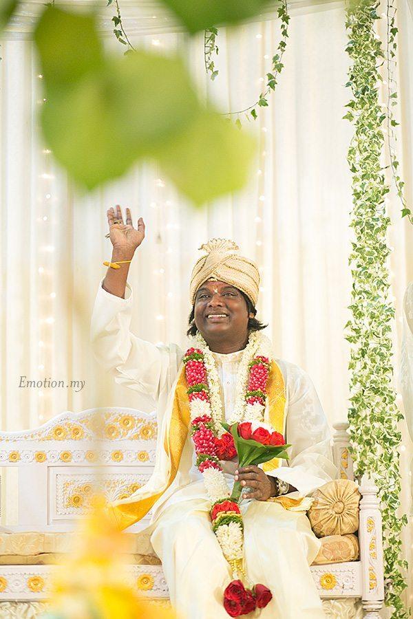hindu-wedding-klang-malaysia-siva-rajes-groom-waves