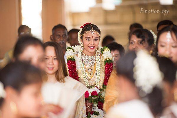tamil-hindu-wedding-ceremony-sri-sakthi-easwary-bride-arrival-vimal-vimala