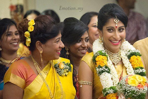 hindu-wedding-bride-entrance-kuala-lumpur-malaysia-kris-tharshini