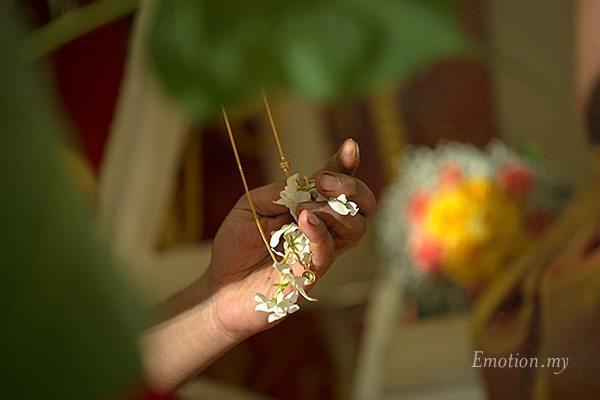 hindu-wedding-ceremony-priest-thali-kuala-lumpur-malaysia-kris-tharshini