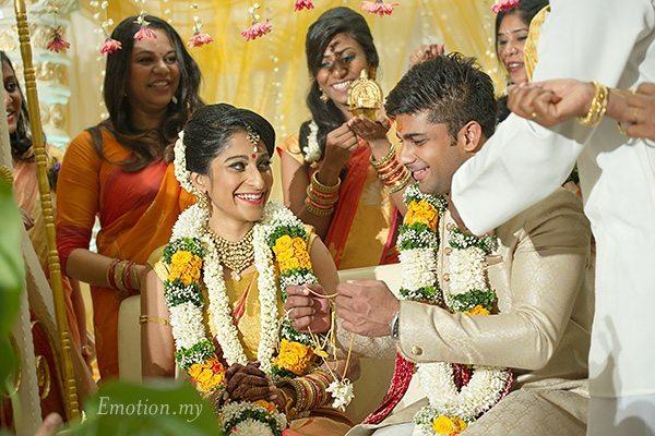 hindu-wedding-ceremony-thali-kuala-lumpur-malaysia-kris-tharshini