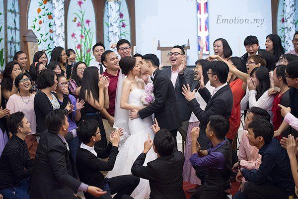 christian-wedding-kiss-edward-tze-teng