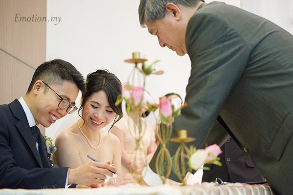 christian-wedding-signing-registration-petaling-jaya-malaysia-james-suyin