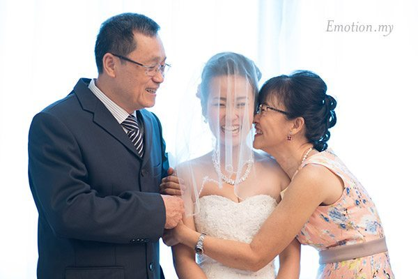 christian-wedding-ceremony-bride-parents-shin-wei-chwee-ling