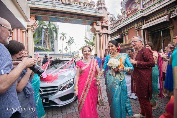 tamil-hindu-wedding-bride-kalamandabam-temple-malaysia-dave-jeeno