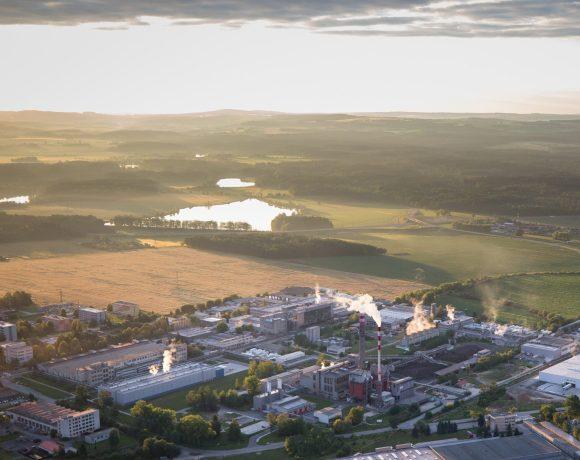 Areál teplárny Planá nad Lužnicí z leteckého pohledu