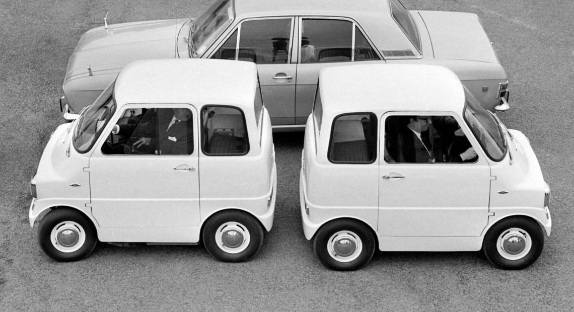EMA koncepcí své karoserie zastínila podobně laděný Ford Comuta. (foto Ford)