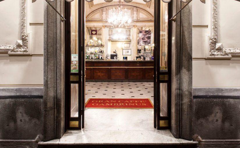 Napoli, al Gran Caffè Gambrinus, dove anche la Storia ha sorseggiato un caffè