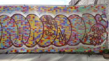 Wall of lies vandalisé