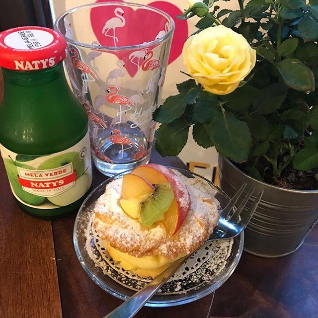 Come finire bene la giornata?! Con un fantastico tortino di pasta frolla con crema chantilly e frutta frescaSiamo aperte questa sera️ #handmadewithlove #emporiobrand #lab #pasticceria #drinkdresslive #cake #sweet