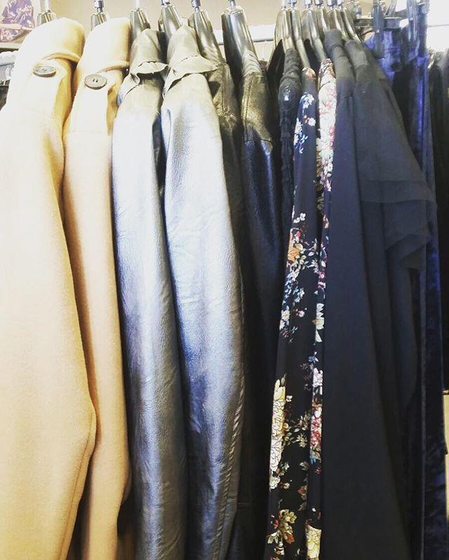 New brand in store #victoriakeyRigorosamente Made in ItalyVi aspettiamo domani per iniziare al meglio il weekend😎#emporiobrand #drinkdresslive #outfit #shopping #girls #totalook #madeinitaly #sempreal
