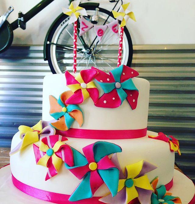 Una torta solare, colorata e simpaticissima per il compleanno della piccola ZoeGrazie per averci sceltoAuguri piccola#emporioconceptstore #sweet #cakedesign #pasticceria #ladispoli #handmadewithlove️