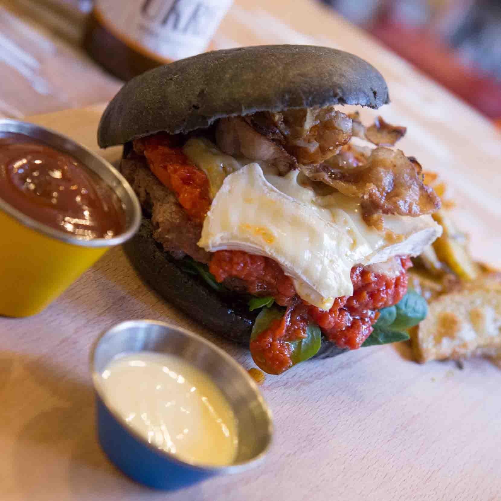 Emporio ladispoli Panini burger streetfood Pane nero 1