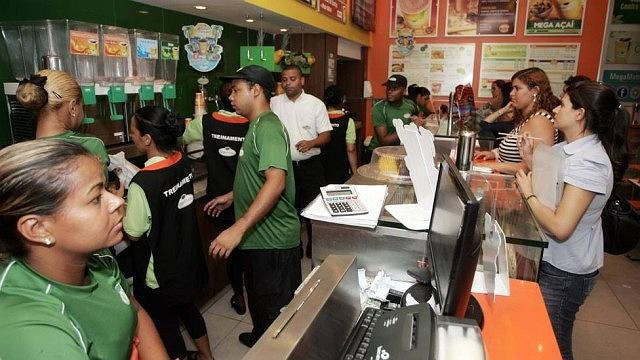 VAGAS ABERTAS PARA ATENDENTE E CHAPEIRO -R$ 1.300,00 - FAST FOOD - INICIO IMEDIATO - RIO DE JANEIRO