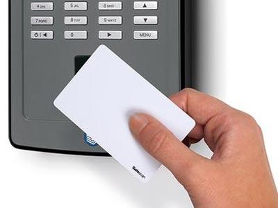Fichaje por paso de tarjeta