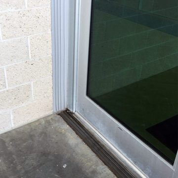 Continuity of seal is assured as DSM System in the deck joint at a window-wall transitions into Seismic Colorseal in the vertical-plane wall joint.