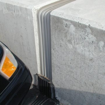 Continuity of seal between different expansion joint technologies is a hallmark of EMSEAL's. Here, Seismic Colorseal transitions to a sloped, sealed, THERMAFLEX upturn termination.