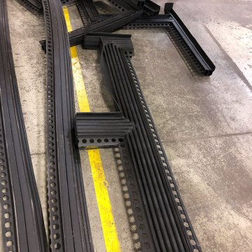 Winged seal parking expansion joint transitions Emseal