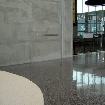 Airport floor expansion joint FS 75/… with transition to Colorseal wall joint. Colorseal provides aesthetic integration and sound proofing for interior walls in Tampa International Airport.