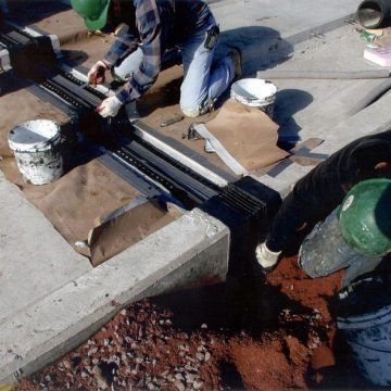 The punched flanges are locked into the polyurethane nosing material in the vertical and horizontal surfaces.