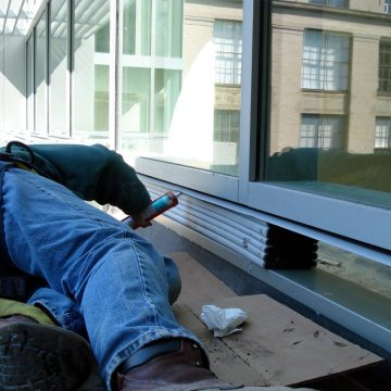 In a single installation step SEISMIC COLORSEAL DS treats both the outside and inside of the curtain wall system. The result is a color-coordinated, waterproof, air-tight, thermally tight, continuous gasket around the entire perimeter.