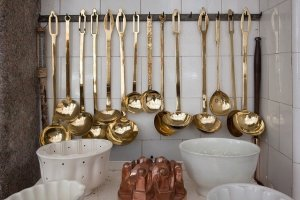 Bass detials as one of the home décor trends in Kuwait