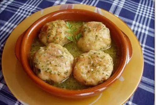 Albóndigas de bacalao con salsa