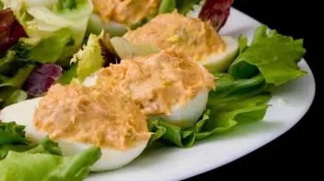 Alíate con el huevo en tu dieta, Para hoy: Huevos rellenos de Atún