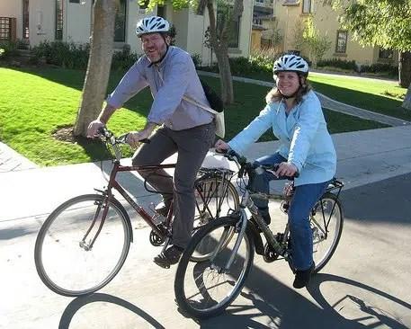 Andar en bicicleta te ayudará a perder y controlar ese peso que tanto quieres