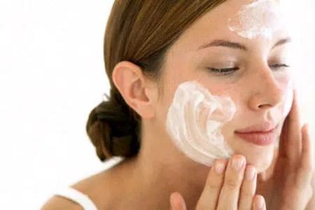 Aplicar las cremas faciales correctamente