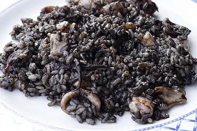 Arroz negro con calamar