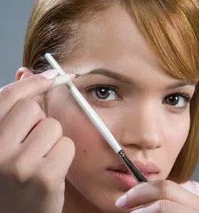Cejas delgadas sin depilación