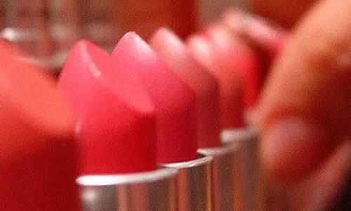 Colores de lápiz labial que harán lucir los dientes más blancos